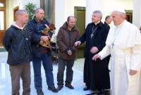 Papa Francisco comemora seu aniversário de 77 anos em café da manhã com moradores de rua