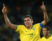 Lúcio, zagueiro pentacampeão pela Seleção, afirma sofrer preconceito no futebol por ser evangélico
