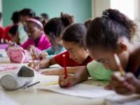 Professora repreende aluna de seis anos que falou sobre Jesus e citou versículo da Bíblia durante aula