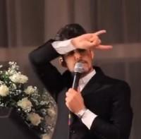 """Padre pede desculpas após causar polêmica por cantar paródia de """"Show das Poderosas""""; Assista"""