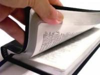 Cidade aprova projeto de vereador evangélico para o uso da Bíblia como material de estudo em aulas de história