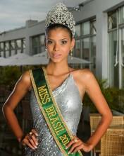 Evangélica, a Miss Brasil 2013, Jakelyne Oliveira, revela que ora sempre que vai subir na passarela