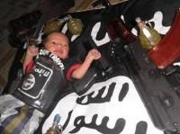 """Radicais muçulmanos treinam crianças para formar a """"próxima geração"""" de terroristas da Al-Qaeda que """"abaterão os infiéis"""""""