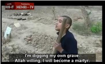"""Imagem do menino cavando sua própria sepultura: """"Estou à disposição de Alá, me tornarei um mártir"""""""