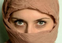 Jovem muçulmana evangelizada por amiga se converte após Jesus revelar-se a ela em sonho