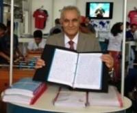 Pastor copiou à mão todos os 66 livros da Bíblia Sagrada em apenas 10 meses; Gesto foi incentivo a campanha missionária