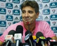 """Renato Gaúcho faz piada com ida do jogador Fred a igreja evangélica: """"Sou padre e não estou sabendo"""""""