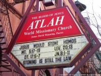 """Igreja causa alvoroço com outdoor que afirma que """"Jesus apedrejaria os gays"""""""