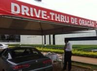 """Pastor afirma que políticos frequentam """"drive-thru de oração"""" da Igreja Universal em Brasília"""