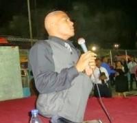 Evangelista supera deficiência física para pregar o evangelho e mobiliza multidões