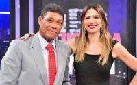 """Apóstolo Valdemiro Santiago concede entrevista a Luciana Gimenez na RedeTV!, diz que """"igrejas são iguais"""" e que macumba """"pega"""""""