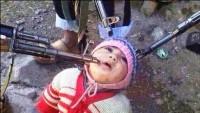 Extremistas islâmicos sírios mantém bebê cristão como refém sob a mira de fuzis e usam foto para pressionar governo
