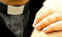 Padre é preso por estuprar e torturar professoras de um colégio católico