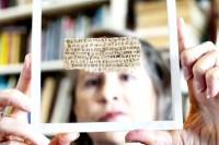 """Pesquisadores afirmam que análise de papiro mostrou que """"Evangelho da esposa de Jesus"""" não é falso"""