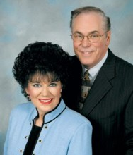 Pastor Kenneth Hagin Jr. e sua esposa vêm ao Brasil para eventos em São Paulo e na Paraíba