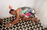 Assaltante invade casa durante culto doméstico e irmãs evangélicas o dominam e amarram com fio