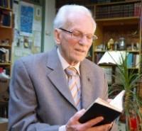 """O missionário Irmão André, que ficou conhecido como """"o contrabandista de Deus"""", completa 86 anos"""