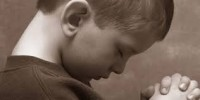 Menino de seis anos de idade opera milagres ao impor as mãos sobre enfermos e orar por cura