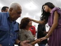 """""""Missionarinha"""" Alani Santos, descrita como """"milagreira"""" se torna alvo da imprensa internacional"""