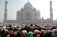 Número de muçulmanos quase dobrou no último século, enquanto cristãos pararam de crescer, aponta estudo