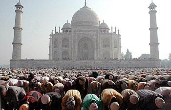 Número muçulmanos quase dobrou, enquanto cristãos pararam