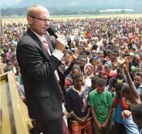 Missionário cristão dedica sua vida para evangelizar em regiões onde cristãos são perseguidos e mortos