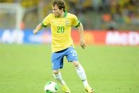 """Atacante Bernard, da Seleção Brasileira, fala sobre sua fé e diz que escolheu esperar: """"Deus vai colocar alguém no meu caminho"""""""