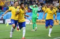 Igreja transmite jogos da Copa do Mundo em seus telões e atrai jovens da vizinhança para cultos