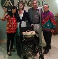 Milagre: Mulher volta a andar durante culto, após 4 anos em uma cadeira de rodas
