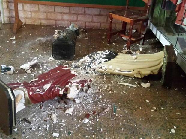 Evangélico destruiu imagens Vandalismo vai deixar igreja forte