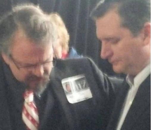 Pastor Remington orando pelo pré-candidato Ted Cruz