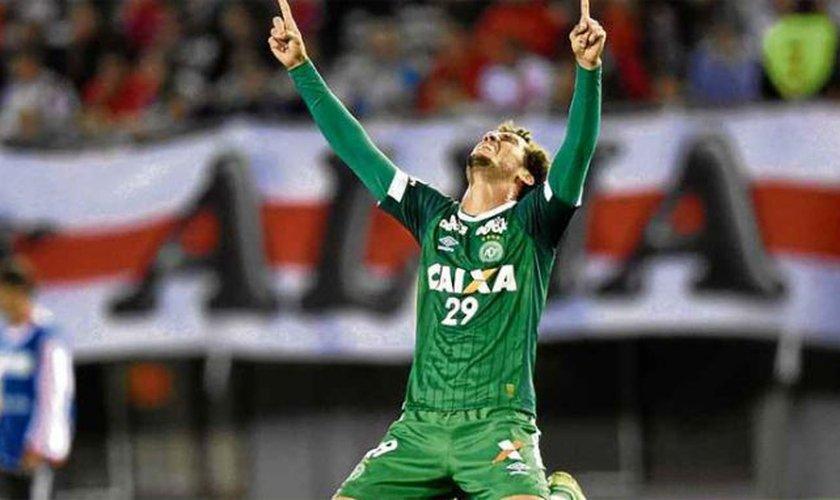 """Zagueiro Neto conta seu testemunho de fé: """"Estar aqui é maior do que ser campeão"""""""