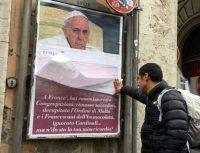 Reformas no Vaticano levam conservadores católicos a protestar contra o papa Francisco