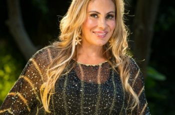 """""""Hoje sou serva do Deus vivo"""", testemunha Ângela Bismarchi a revista de celebridades"""