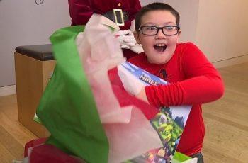 Inspirado por ação social de igreja, menino troca Xbox por cobertores para moradores de rua no Natal