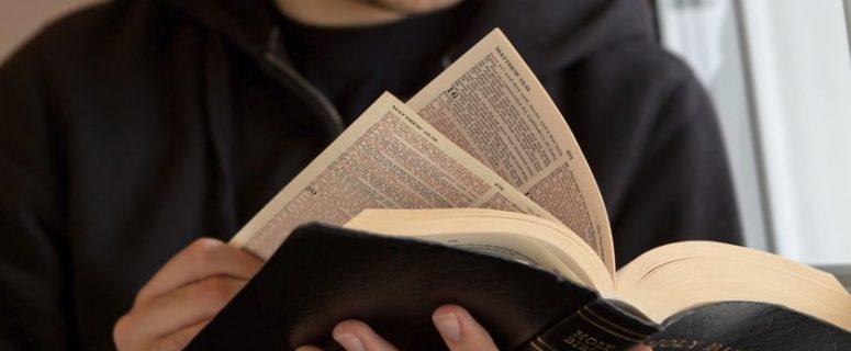 muçulmano se converte ao estudar a bíblia