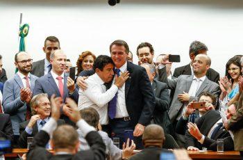 Bolsonaro e Magno Malta participam de homenagem aos 50 anos da Igreja Cristã Maranata