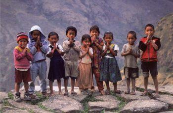 Crianças sequestradas para tráfico sexual são resgatadas por missionários, no Nepal
