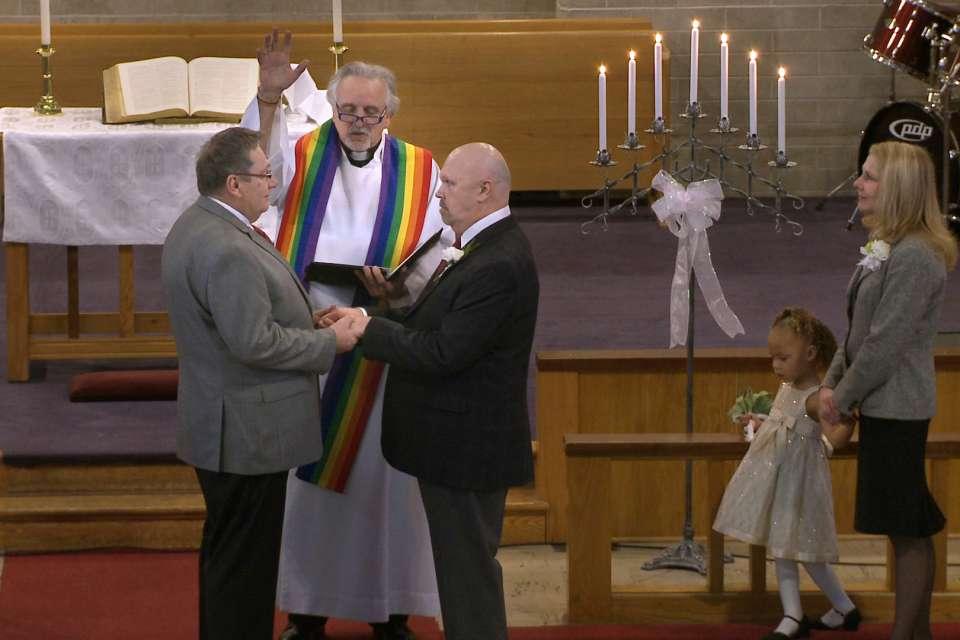 Resultado de imagem para casamento gay igreja anglicana