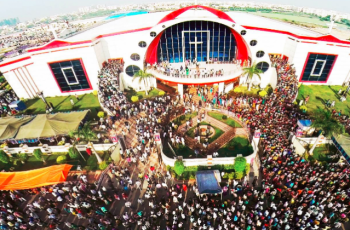 Igreja com 180 mil membros possui o tamanho de um estádio e foi construída em 52 dias