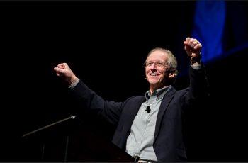 """""""Coloque suas ansiedades sobre Deus"""": John Piper ensina como lidar com os problemas"""