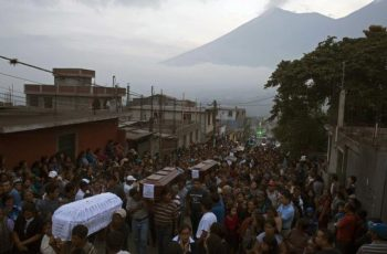 Guatemala: pastor morreu abraçado ao púlpito durante erupção do Vulcão de Fogo