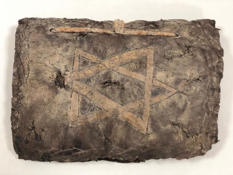 Polícia turca encontra Bíblia de 1.200 anos nas mãos de contrabandistas