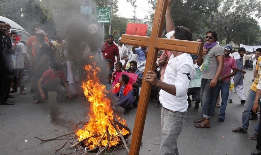 Hindus atacam família cristã, torturam marido e ameaçam