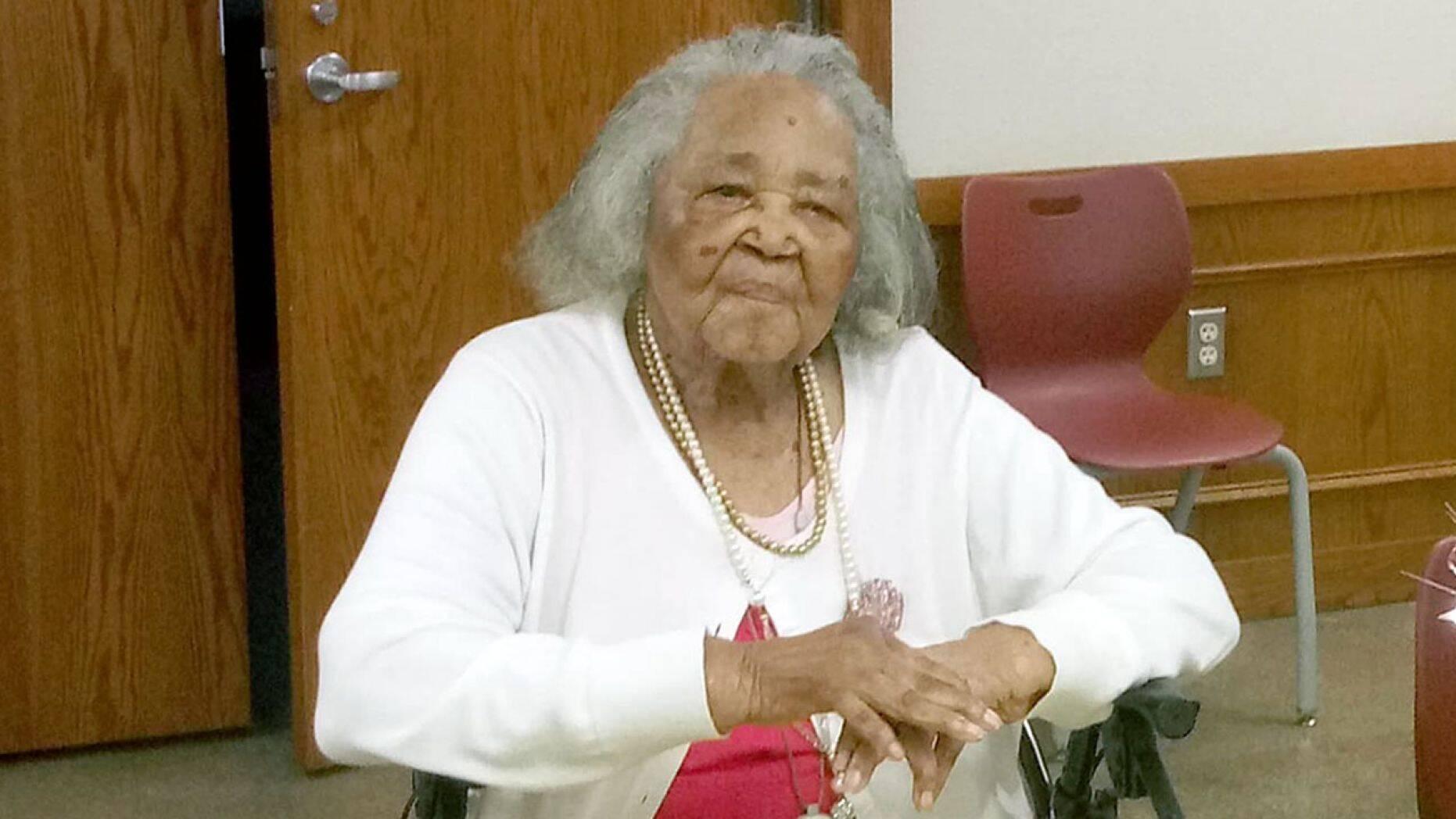 Pastora de 105 anos continua pregando semanalmente em sua igreja