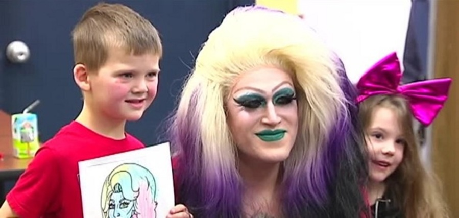Pastor drag queen: