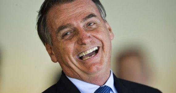 """Bolsonaro segue expressando fé e ignora críticas: """"Estado é laico, mas o presidente é cristão"""""""