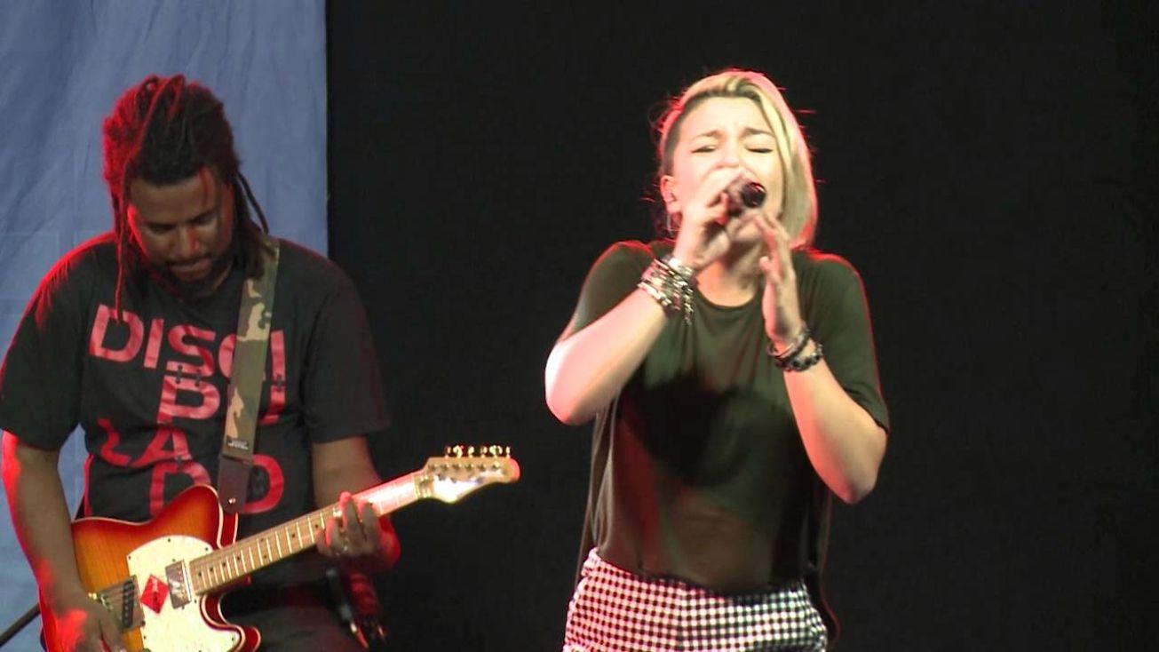 Resultado de imagem para Priscilla Alcantara suscita nova polêmica ao cantar música de Ivete Sangalo em culto