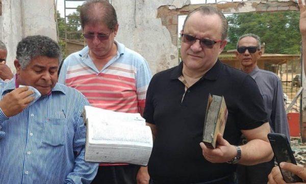 Bispo Abner Ferreira visita templo incendiado no Pará