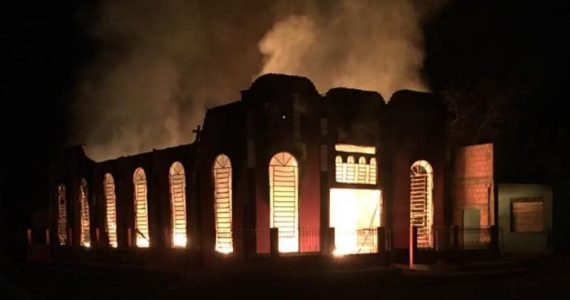 Templo da Assembleia de Deus Madureira é destruído por incêndio após culto festivo
